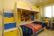 Заказать Кровать двухъспальную с лесенкой - ступеньками, Кровать двухъспальная с лесенкой на заказ