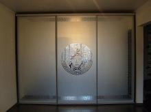 Купить шкаф-купе 3-х дверный, фасады Зеркало с рисунком; Шкаф-купе 3-х дверный, фасады Зеркало с рисунком от производителя