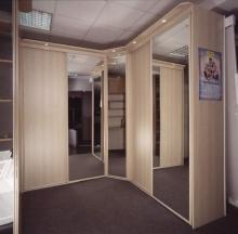 Шкаф-купе угловой фасады зеркало купить; Угловой шкаф-купе, фасады зеркало от производителя